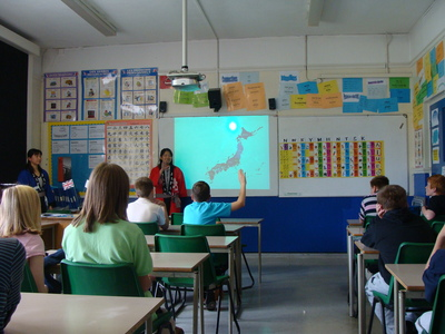 Students learning about Japan